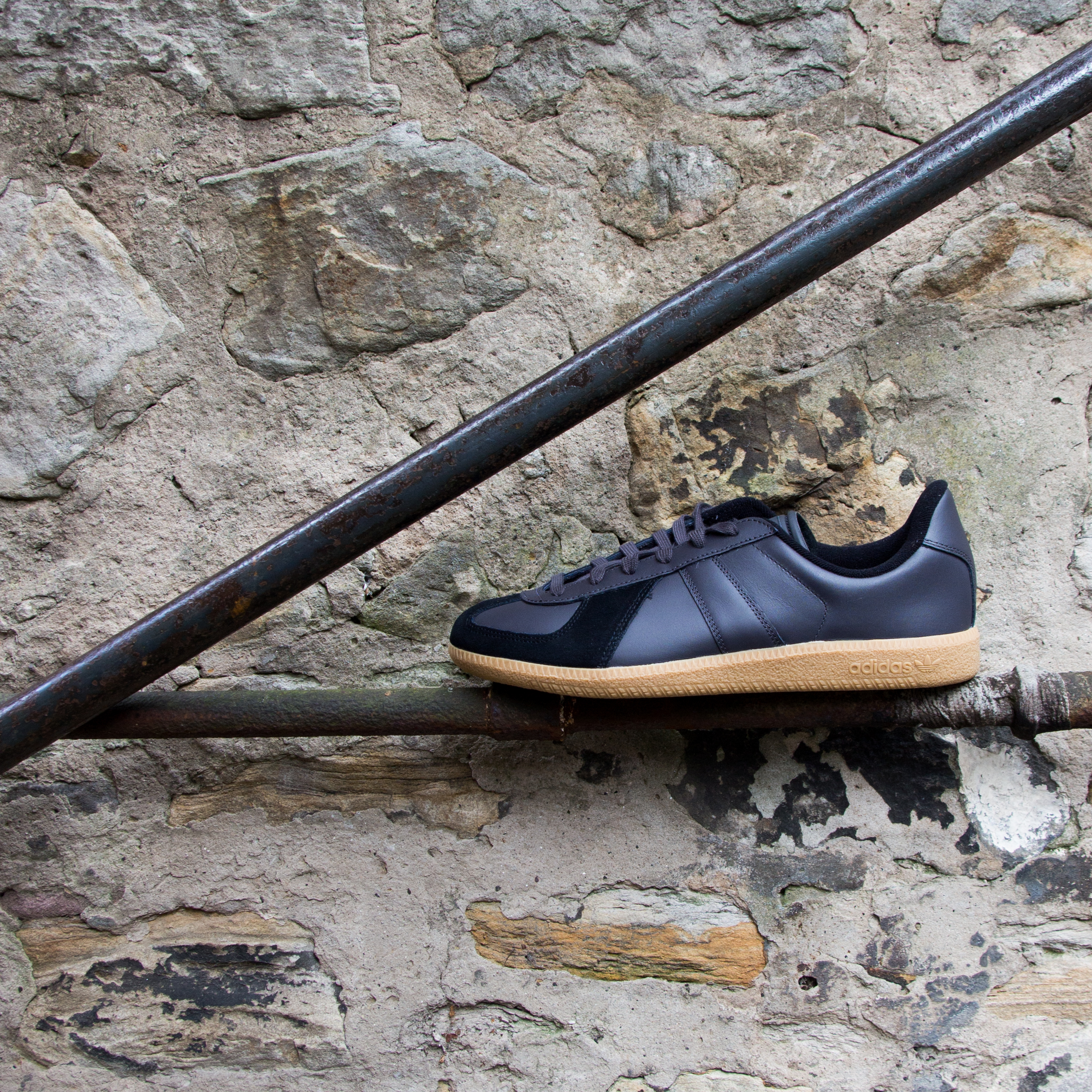 With a leather upper the BW army is an understated style with minimal  branding throughout. The look is instantly recognisable thanks to the suede  blocking ... 43c6319af